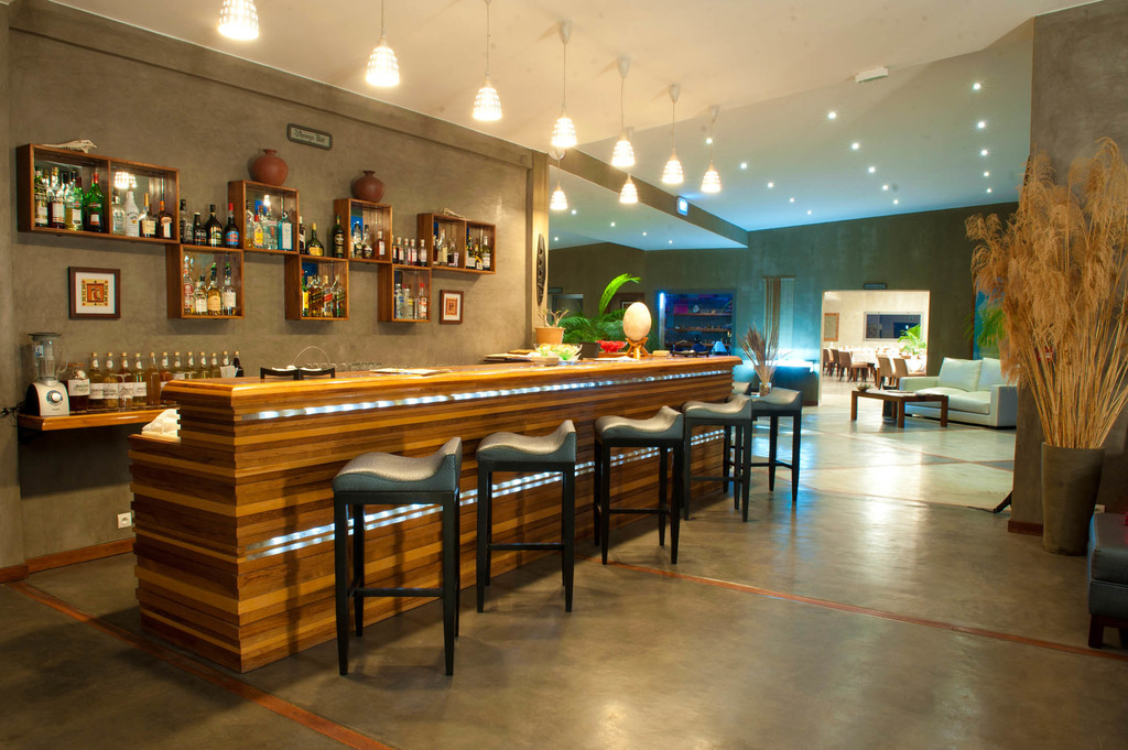 Bar der Isalo Rock Lodge auf Madagaskar   Abendsonne Afrika