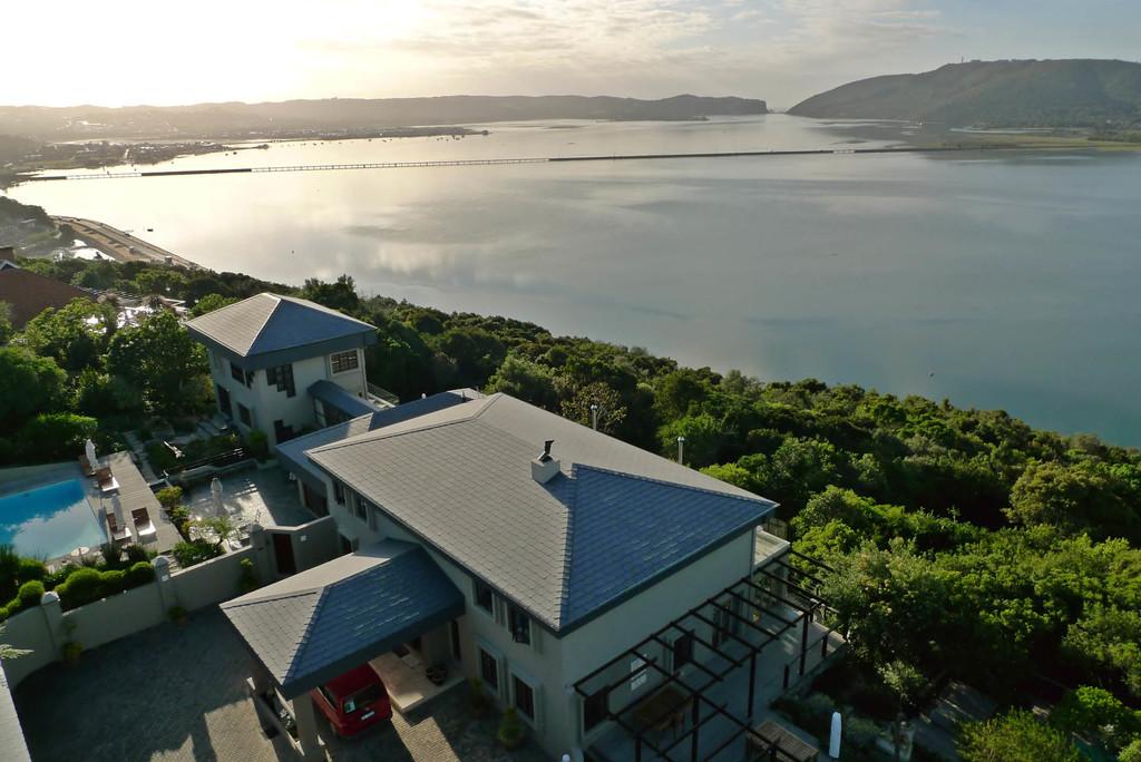 Blick auf das Kanonkop Guest House in Südafrika | Abendsonne Afrika