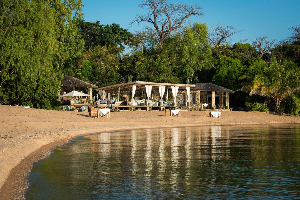 Hauptbereich der Kaya Mawa Lodge in Malawi | Abendsonne Afrika