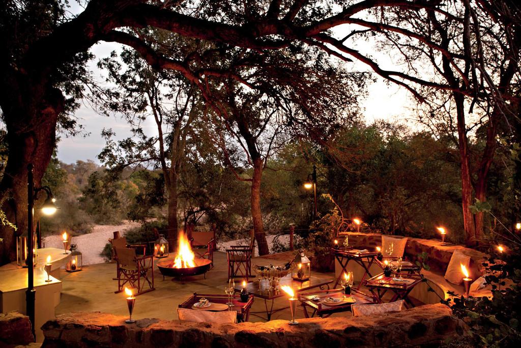 Dinner im King's Camp in Südafrika | Abendsonne Afrika