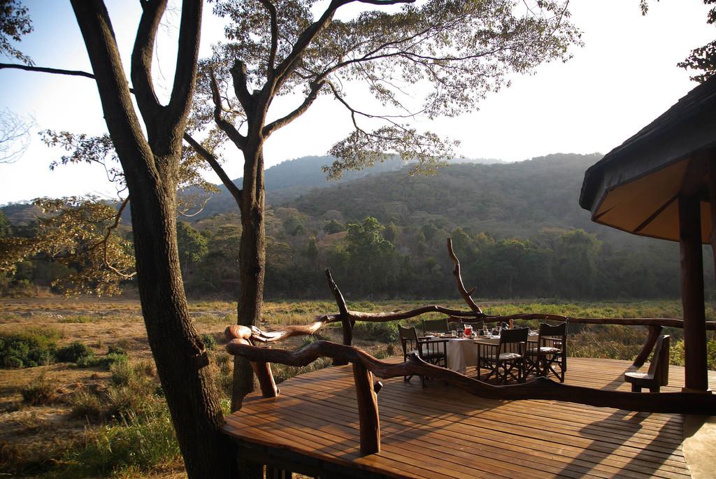 Veranda des Kitich Camp in Kenia | Abendsonne Afrika