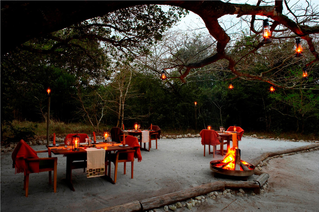 Dinner in der Kosi Forest Lodge in Südafrika | Abendsonne Afrika