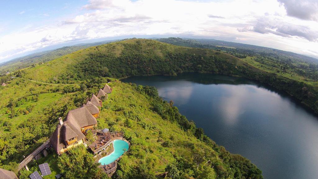 Blick auf die Kyaninga Lodge in Uganda | Abendsonne Afrika