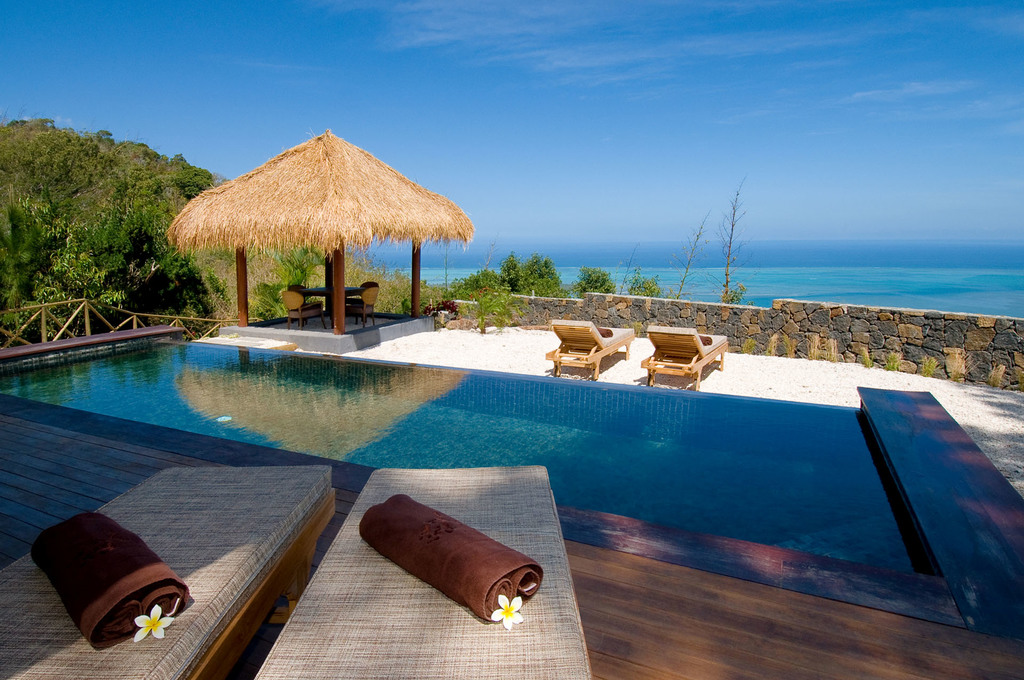 Pool einer Suite der Lakaz Chamarel Exclusive Lodge auf Mauritius   Abendsonne Afrika