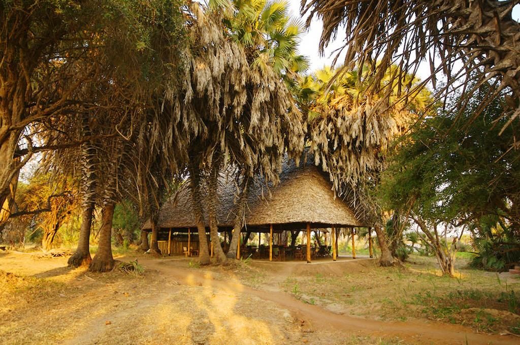Essbereich des Lake Manze Tented Camp in Tansania | Abendsonne Afrika