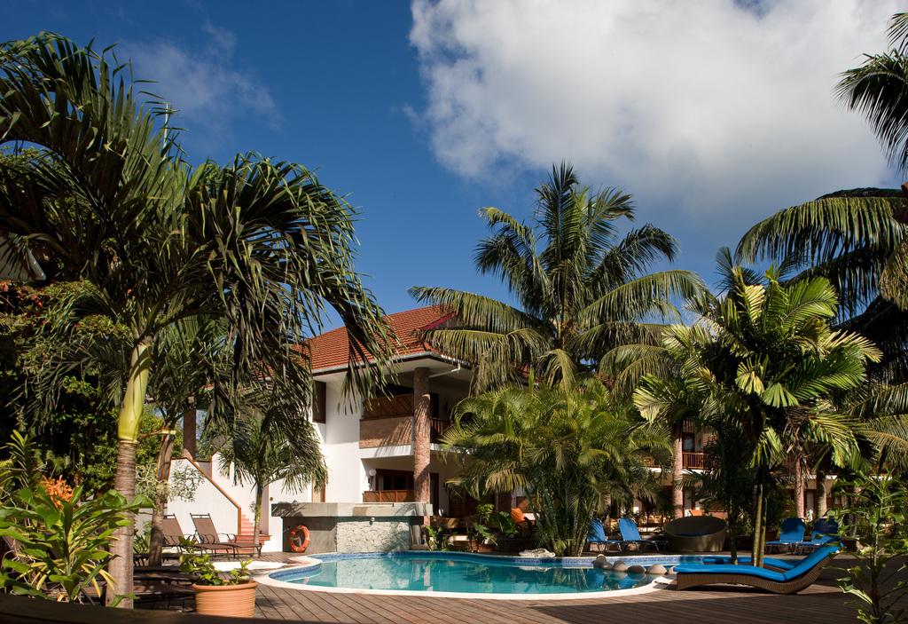 Pool des Le Duc de Praslin auf den Seychellen | Abendsonne Afrika