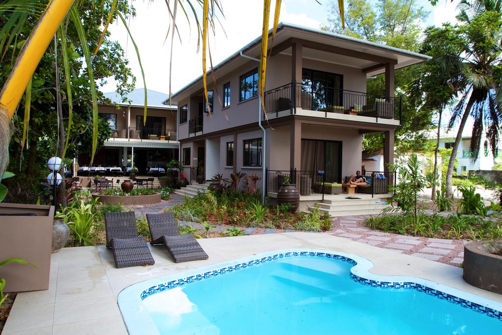 Pool des La Repaire Boutique Hotel auf den Seychellen | Abendsonne Afrika