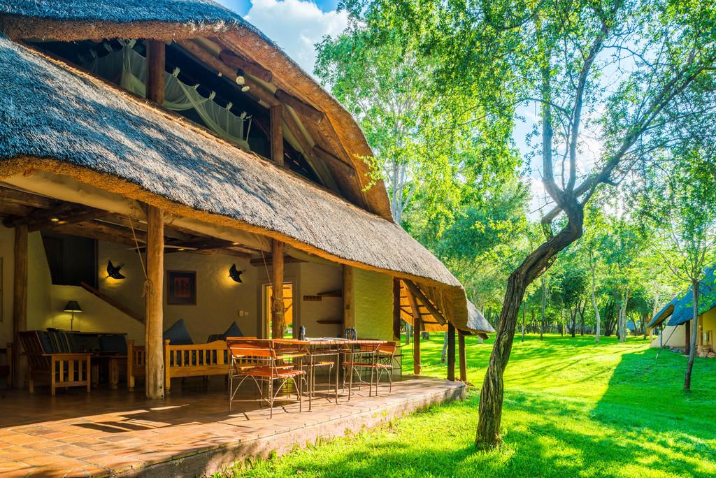 Aussicht der Lokuthula Lodges in Simbabwe | Abendsonne Afrika