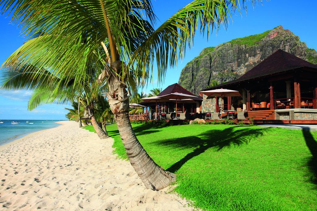 Strand des LUX Le Morne auf Mauritius | Abendsonne Afrika