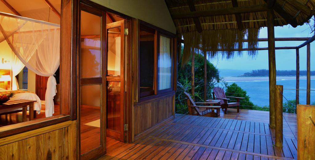 Terrasse in der Machangulo Beach Lodge in Mosambik | Abendsonne Afrika
