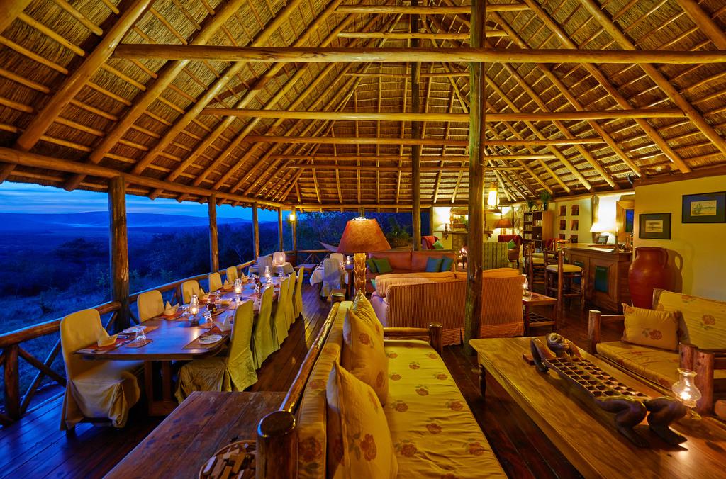 Restaurant des Mantana Tented Camp in Uganda   Abendsonne Afrika