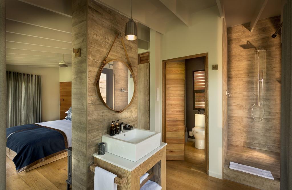 Badezimmer in der Marataba Mountain Lodge in Südafrika | Abendsonne Afrika