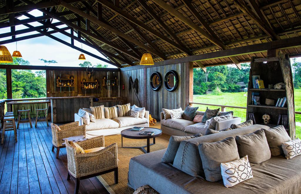 Bar des Mboko Camps im Kongo   Abendsonne Afrika