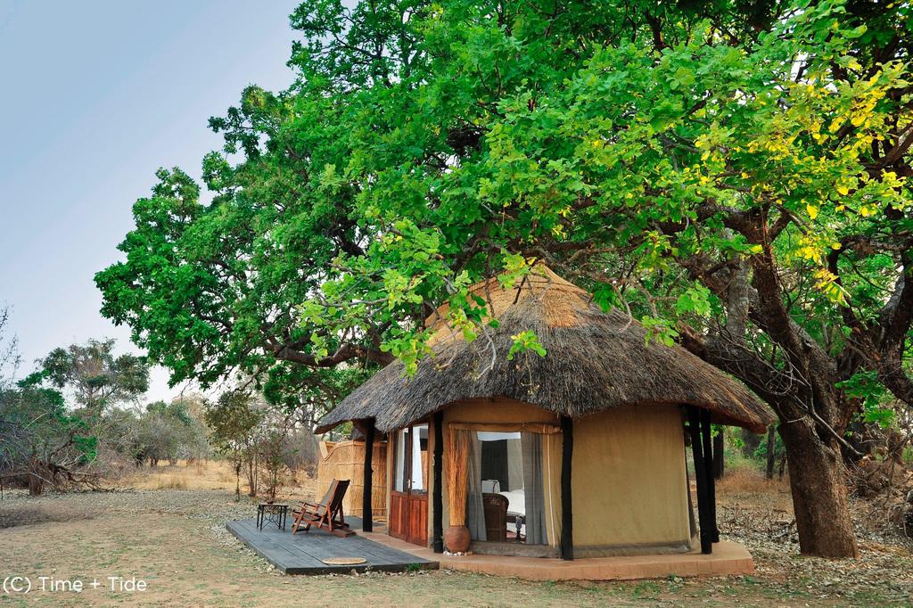 Chalet des Mchenja Camps in Sambia | Abendsonne Afrika