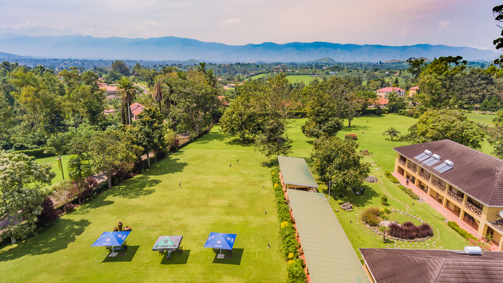 Anlage des Mountains of the moon Hotels in Uganda | Abendsonne Afrika