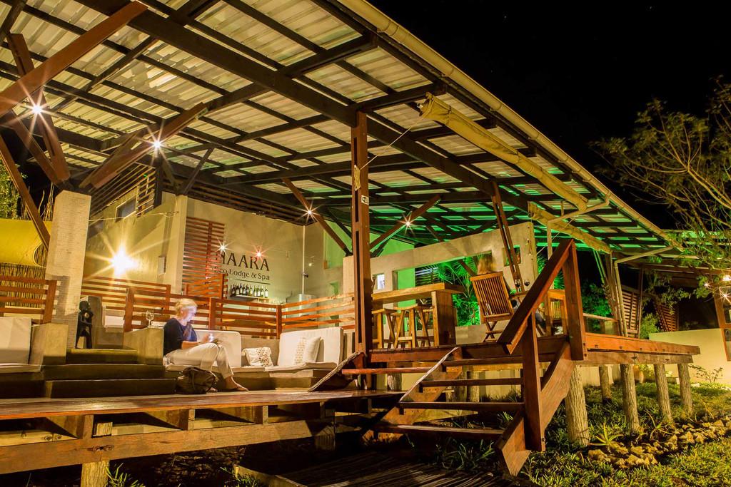Bar der Naara Eco Lodge in Mosambik | Abendsonne Afrika