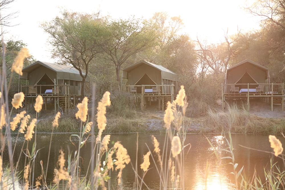Unterkünfte im Nambwa Lagoon Camp in der Caprivi Region in Namibia | Abendsonne Afrika