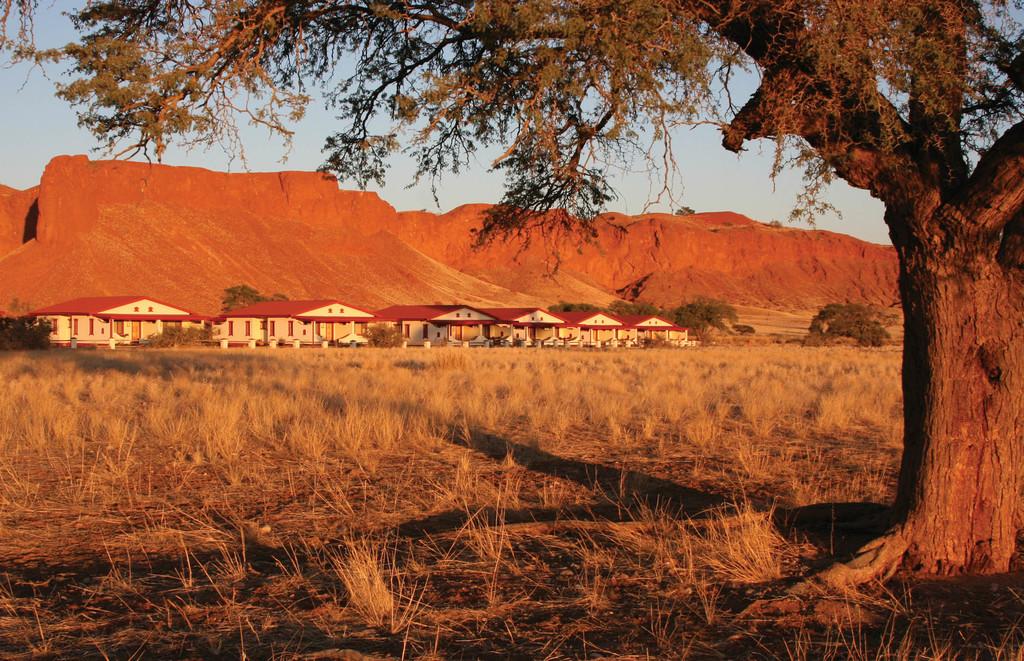 Abendstimmung vor der Namib Desert Lodge in Namibia | Abendsonne Afrika