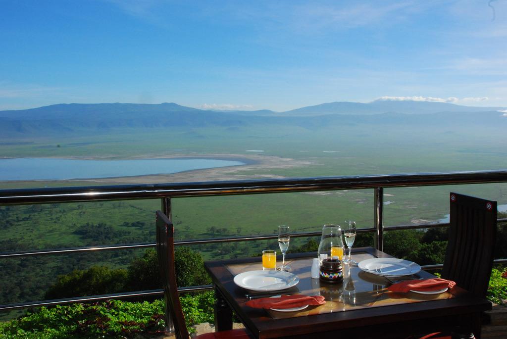 Ausblick von der Ngorongoro Wildlife Lodge in Tansania   Abendsonne Afrika