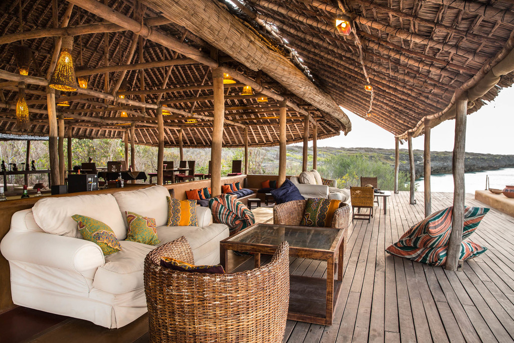 Lounge der Nuarro Lodge in Mosambik | Abendsonne Afrika