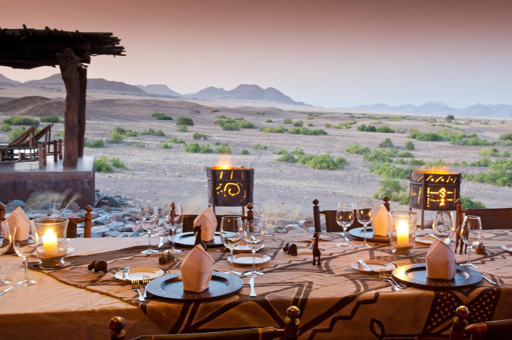Abendessen in der Okahirongo Elephant Lodge in Kaokoveld in Namibia | Abendsonne Afrika