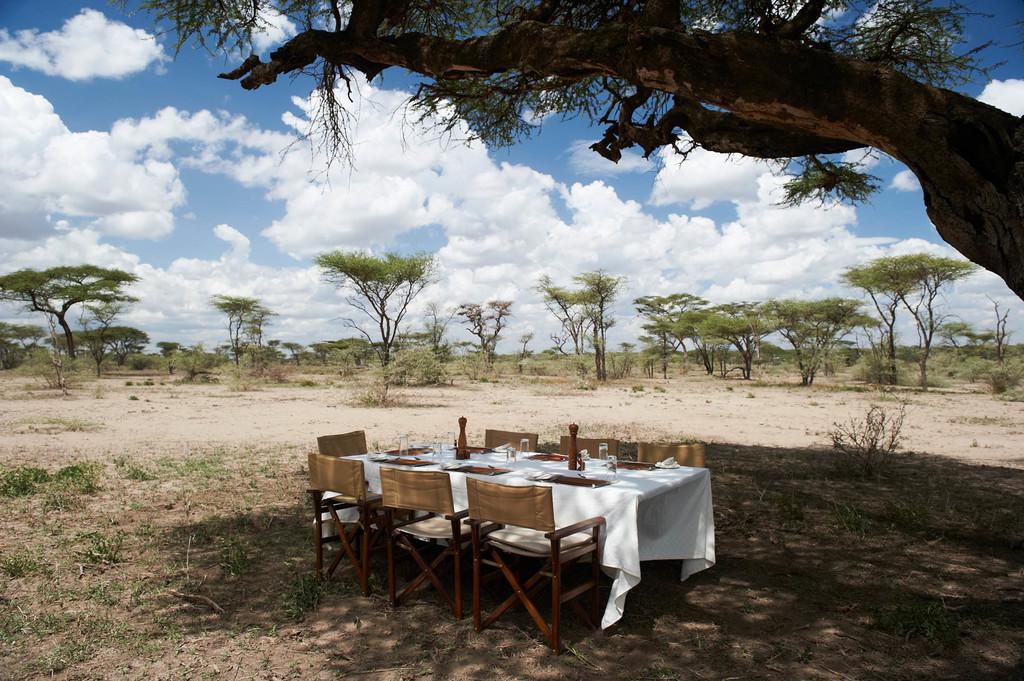 Lunch im Olakira Camp in Tansania   Abendsonne Afrika