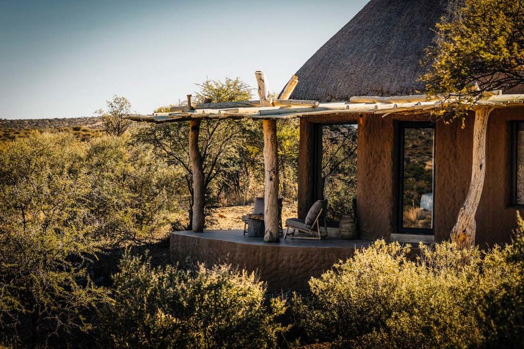 Außenansicht einer Terrasse der Omaanda in Namibia | Abendsonne Afrika