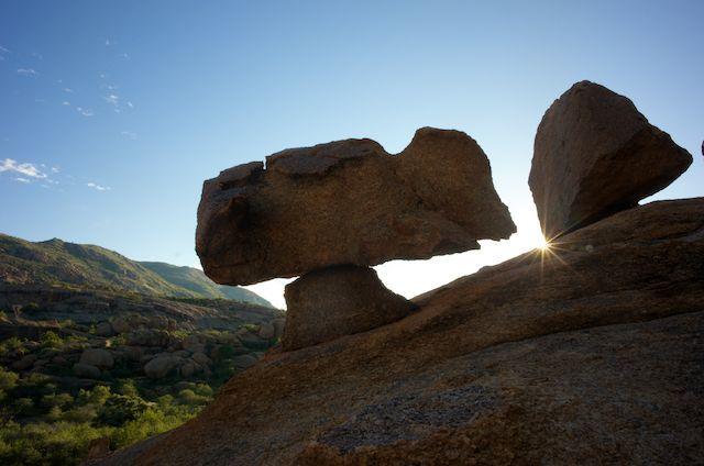 Felsen im Erongogebirge in Namibia   Abendsonne Afrika