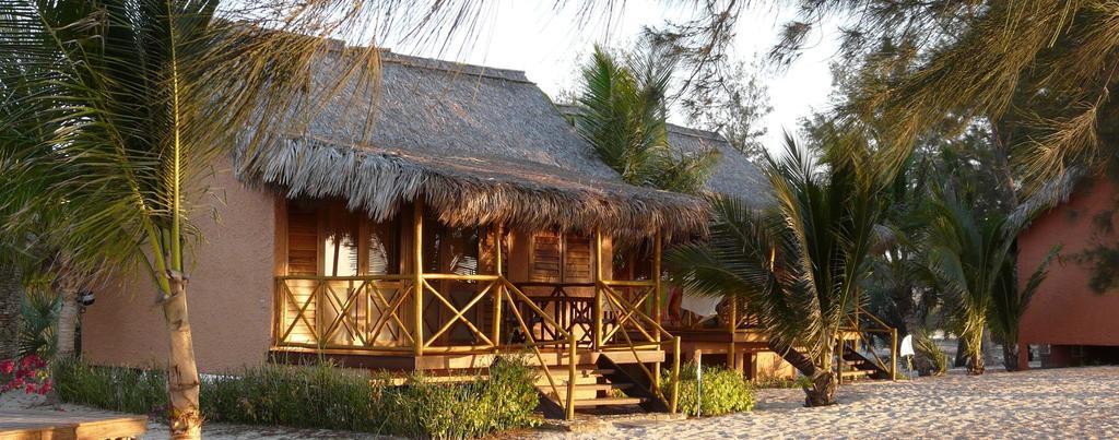 Einfaches Bungalow im Palissandre Hotel auf Madagaskar | Abendsonne Afrika