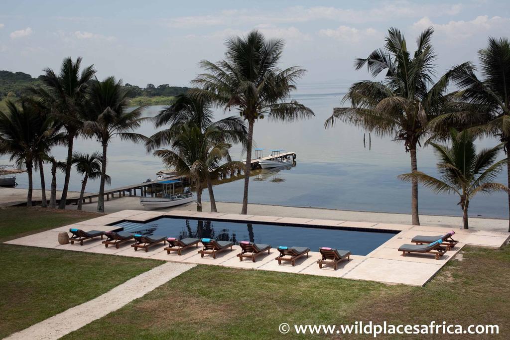 Pool des Pineapple Bay Resorts in Uganda   Abendsonne Afrika