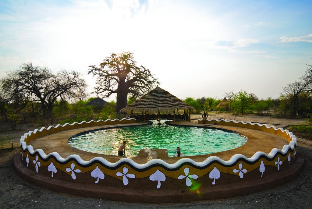Pool der Planet Baobab Lodge in Botswana | Abendsonne Afrika