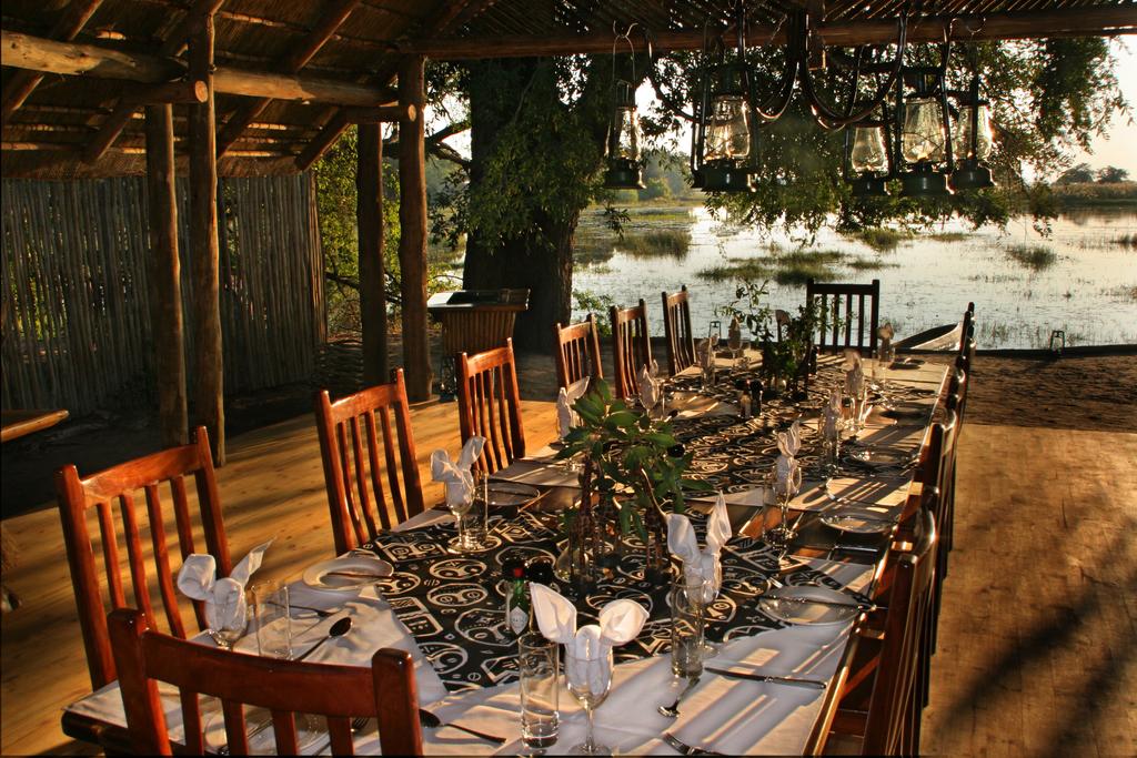 Restaurant des Pom Pom Camp in Botswana | Abendsonne Afrika
