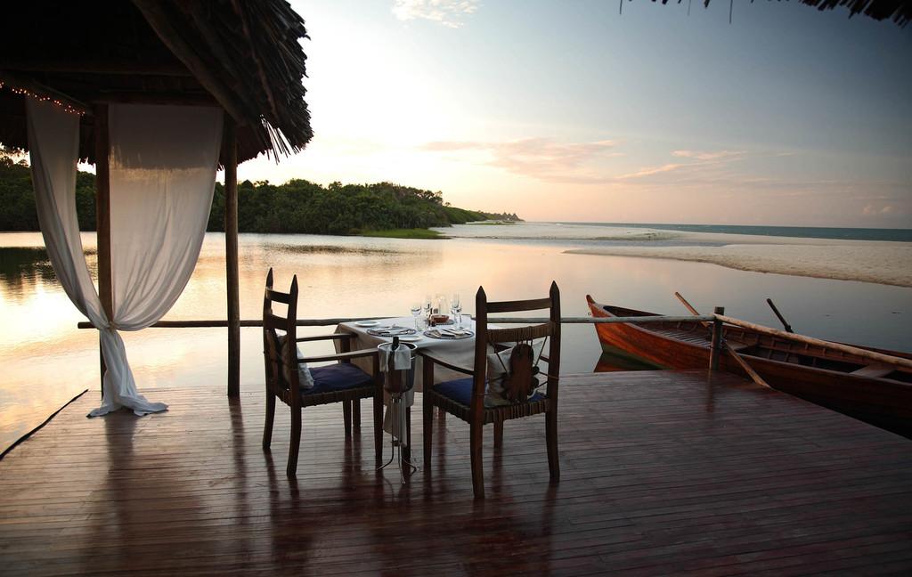Privates Dinner in Ras Kutani in Tansania   Abendsonne Afrika