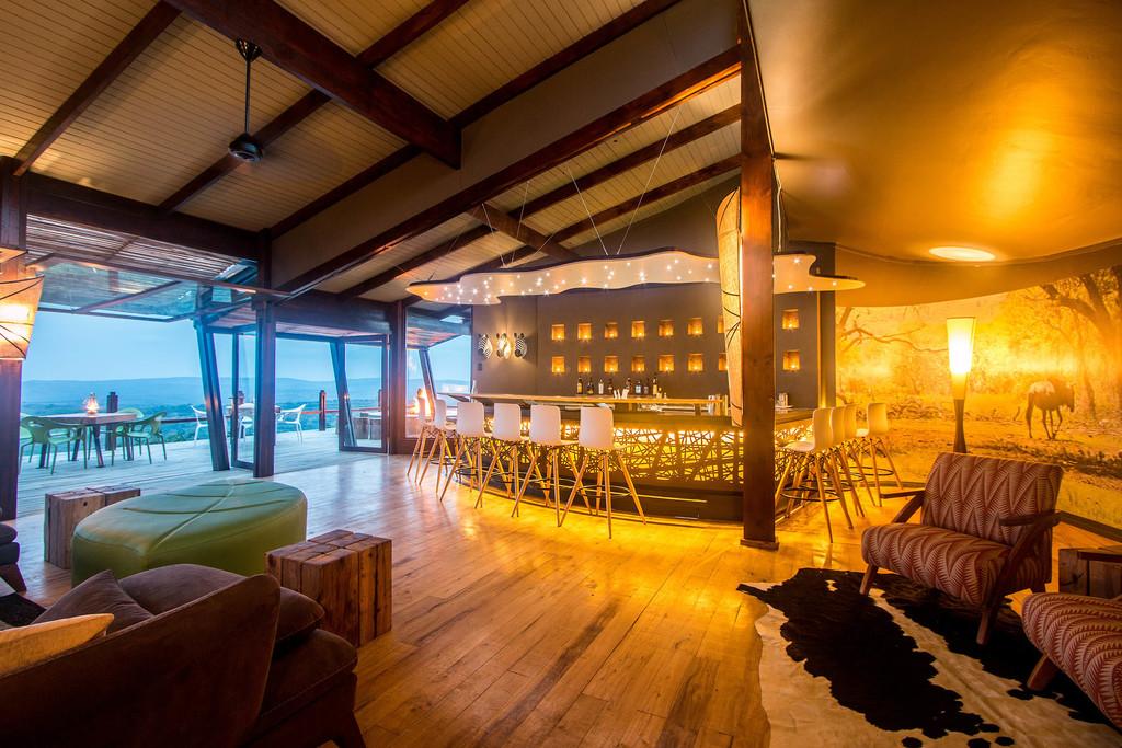 Bar der Rhino Ridge Safari Lodge in Südafrika | Abendsonne Afrika