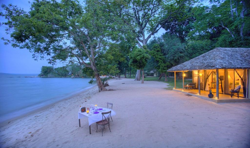 Privates Dinner der Rubondo Island Lodge am Lake Victoria in Tansania   Abendsonne Afrika