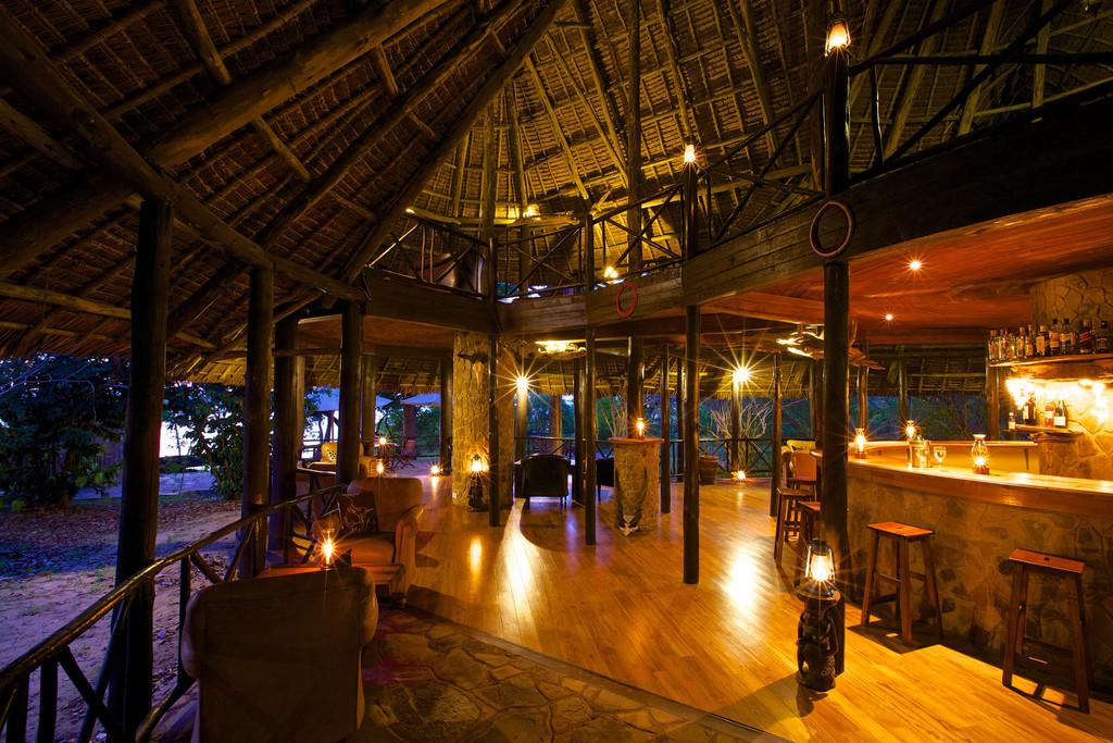 Bar des Rufiji River Camps in Tansania | Abendsonne Afrika