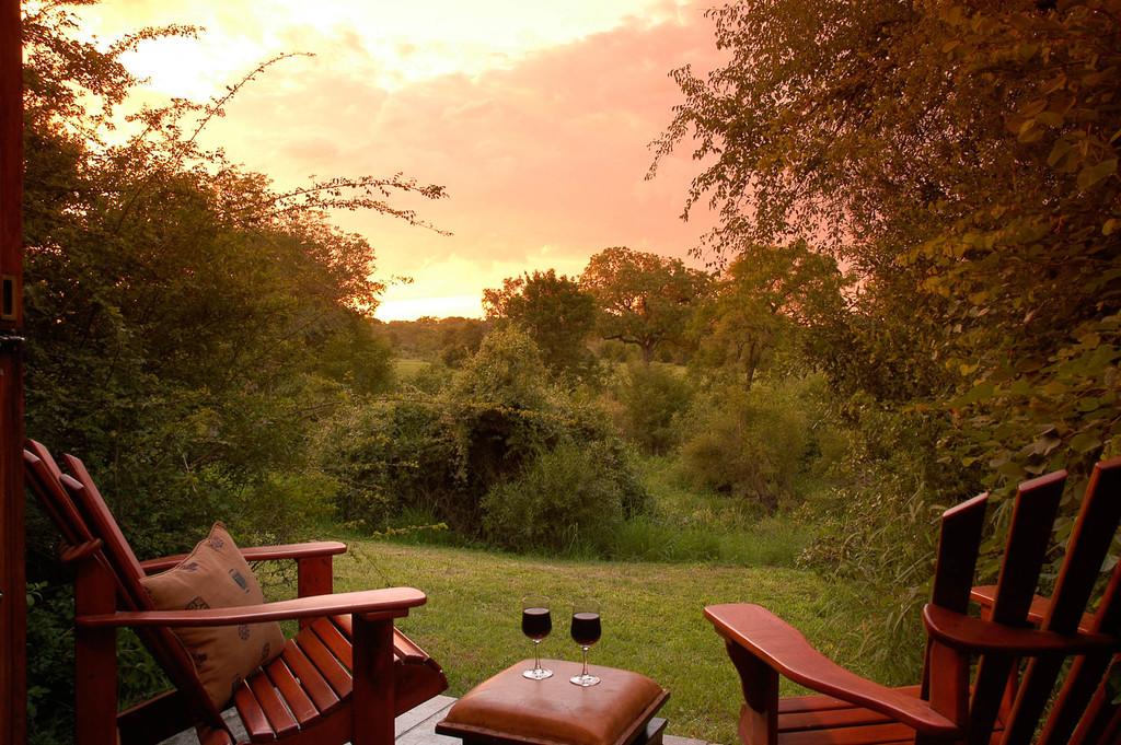 Sundowner in der Sabi Sabi Bush Lodge in Südafrika   Abendsonne Afrika