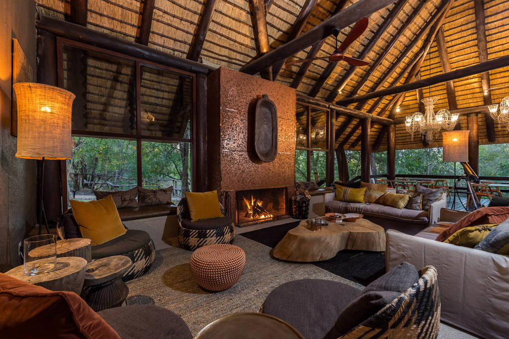 Lounge des Sabi Sabi Little Bush Camp in Südafrika   Abendsonne Afrika