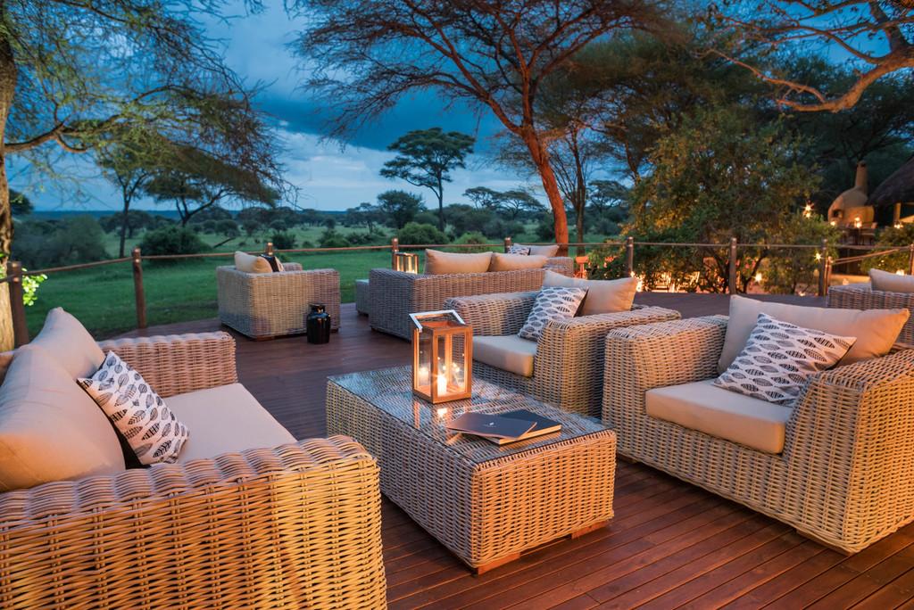 Lounge auf der Veranda des Sanctuary Swala Camp in Tansania | Abendsonne Afrika