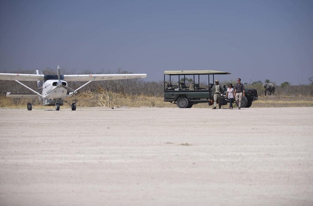 Landebahn in der Nähe des Savute Under Canvas Camps in Botswana | Abendsonne Afrika