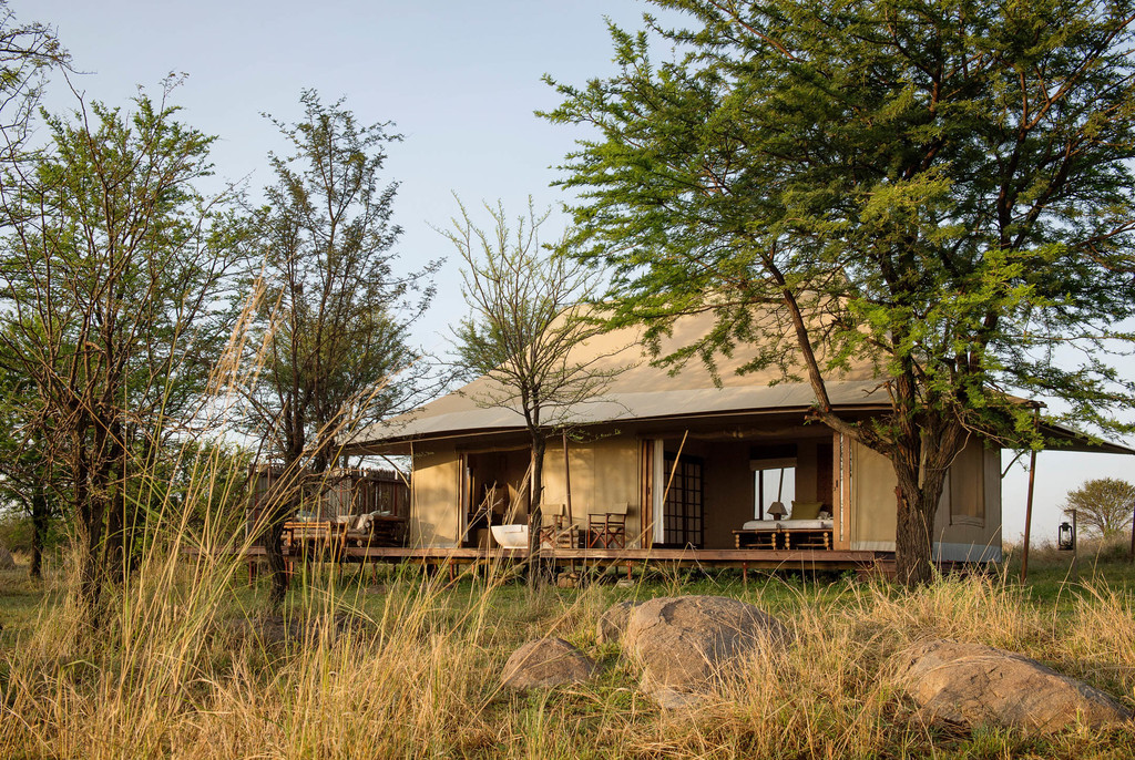 Zelt des Sayari Camp in Tansania   Abendsonne Afrika