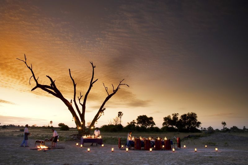 Abendessen im Freien im Selinda Camp in Botswana   Abendsonne Afrika