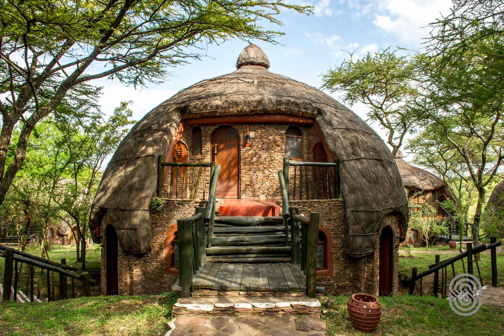 Rondavel der Serengeti Serena Lodge in Tansania | Abendsonne Afrika