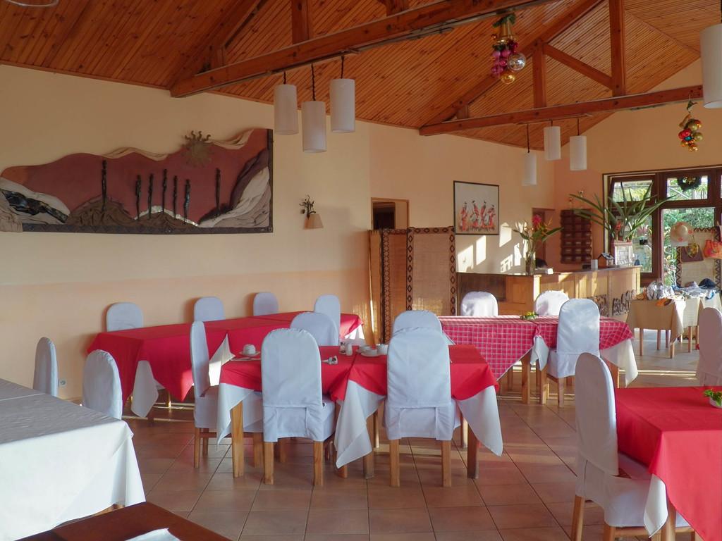 Restaurant der Setam Lodge auf Madagaskar | Abendsonne Afrika