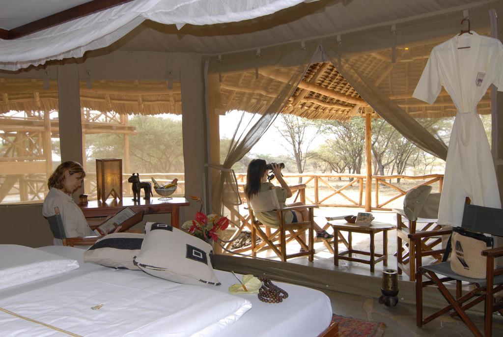 Zelt mit Terrasse des Severin Safari Camp in Kenia | Abendsonne Afrika