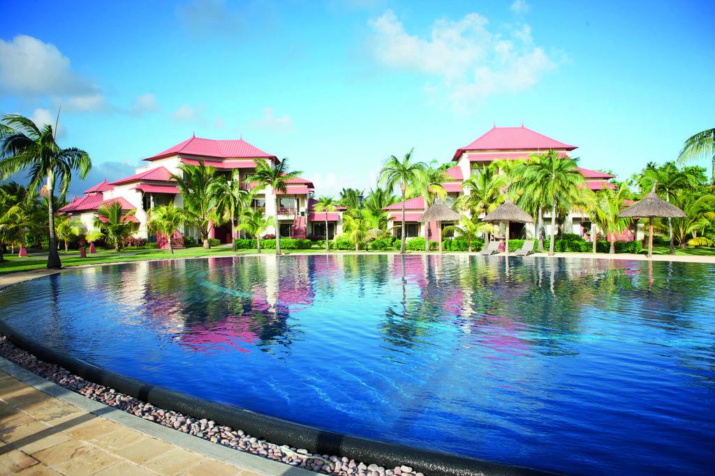 Poolanlage des Tamassa Resorts auf Mauritius | Abendsonne Afrika