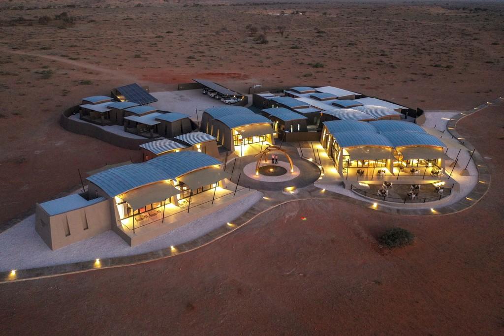 Blick von oben auf The Desert Grace in Namibia | Abendsonne Afrika