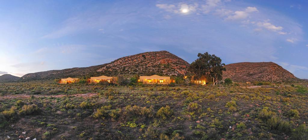 Blick auf die Tilney Manor Lodge in Südafrika | Abendsonne Afrika
