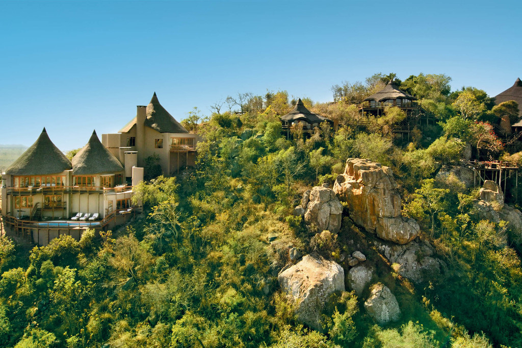 Blick auf die Ulusaba Safari Lodge in Südafrika | Abendsonne Afrika