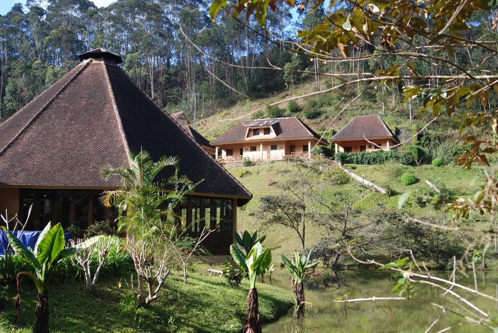 Anlage der Vakona Forest Lodge auf Madagaskar | Abendsonne Afrika